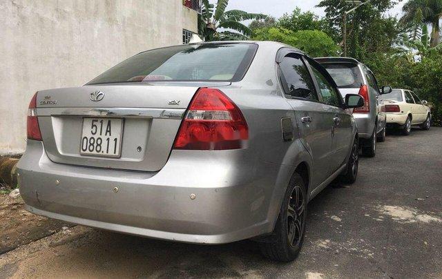 Bán xe Daewoo Gentra đời 2011, màu bạc số sàn3