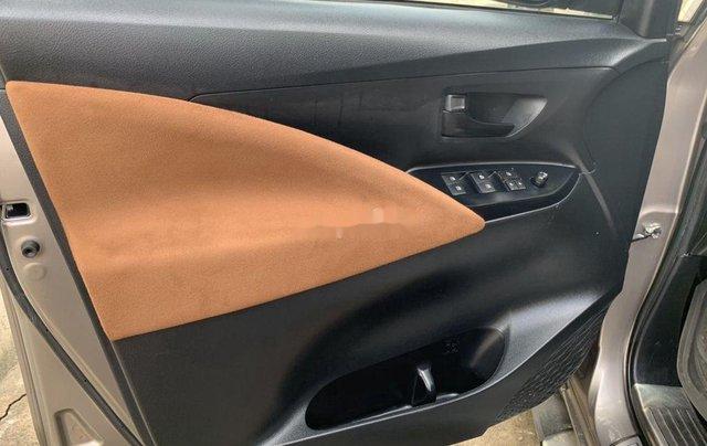 Bán xe Toyota Innova đời 2017, màu xám  9