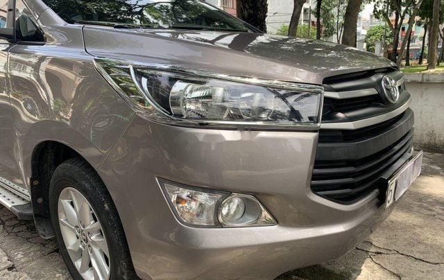 Bán xe Toyota Innova đời 2017, màu xám  2
