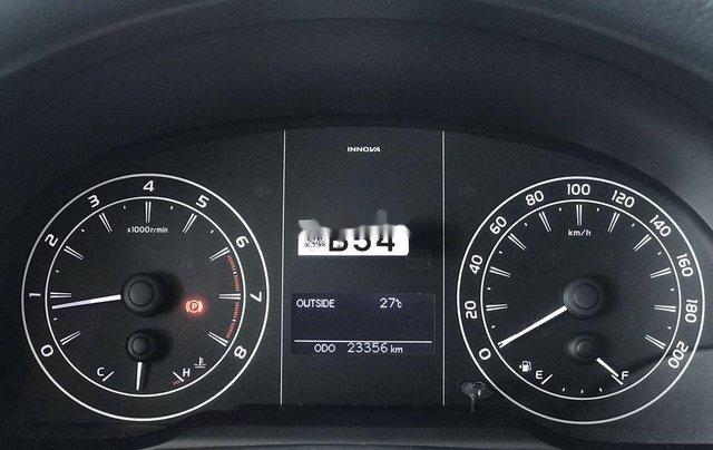 Bán xe Toyota Innova đời 2019, màu xám. Full options6