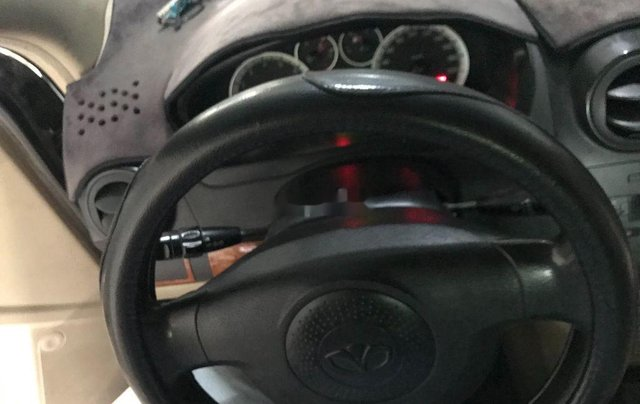 Bán xe Daewoo Gentra đời 2011, màu bạc số sàn4