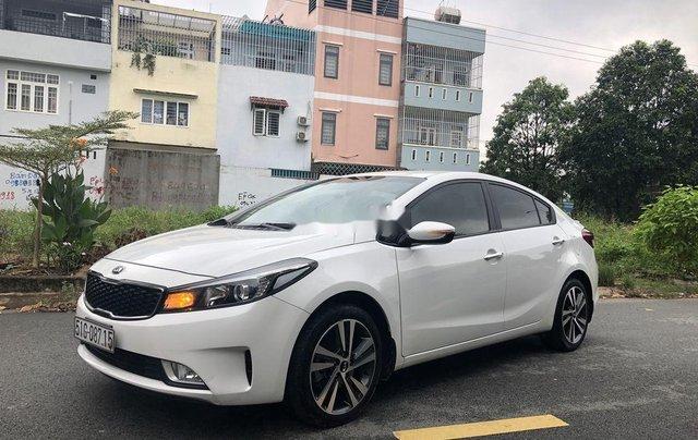 Cần bán lại xe Kia Cerato sản xuất 2018, màu trắng0