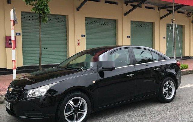 Cần bán gấp Chevrolet Cruze sản xuất 2010, màu đen, số sàn9