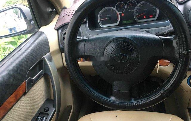 Bán xe Daewoo Gentra đời 2011, màu bạc số sàn7