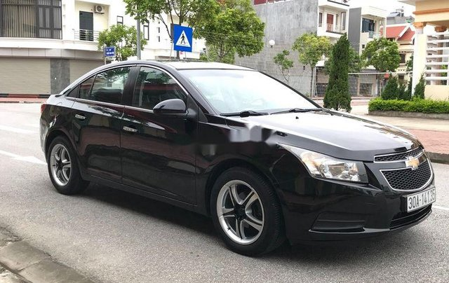 Cần bán gấp Chevrolet Cruze sản xuất 2010, màu đen, số sàn7