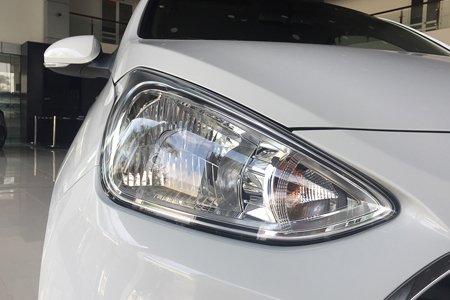 Cần bán Hyundai Grand i10 năm sản xuất 2020, màu trắng2