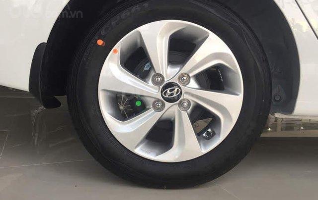 Cần bán Hyundai Grand i10 năm sản xuất 2020, màu trắng3