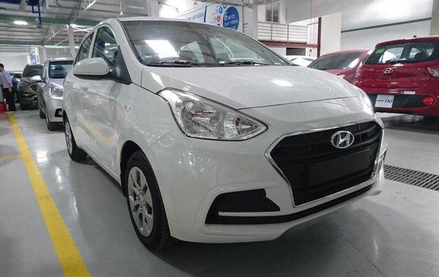 Bán xe Hyundai Grand i10 1.2MT Base, dáng sedan, màu trắng0