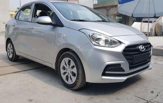 Bán xe Hyundai Grand i10 1.2MT Base, dáng sedan, màu trắng1