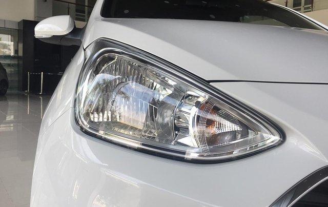 Bán xe Hyundai Grand i10 1.2MT Base, dáng sedan, màu trắng2