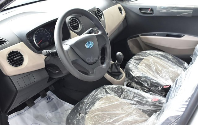 Bán xe Hyundai Grand i10 1.2MT Base, dáng sedan, màu trắng4