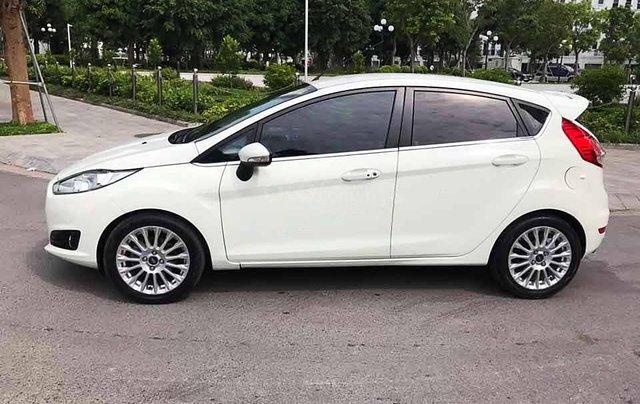 Cần bán lại xe Ford Fiesta năm 2015, màu trắng còn mới, giá tốt2