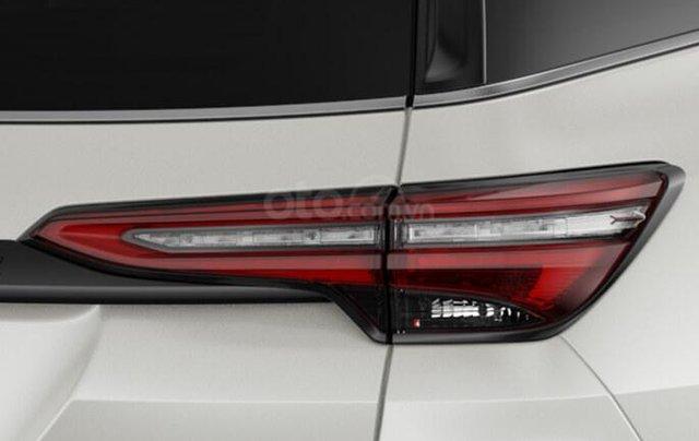 Bán xe Toyota Fortuner Legender 2.4AT 4X2 2020, màu trắng4