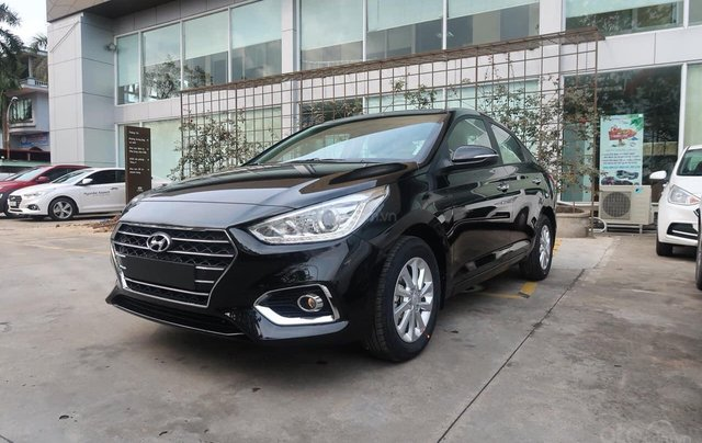 Cần bán xe Hyundai Accent đời 2020, màu đen, số sàn2