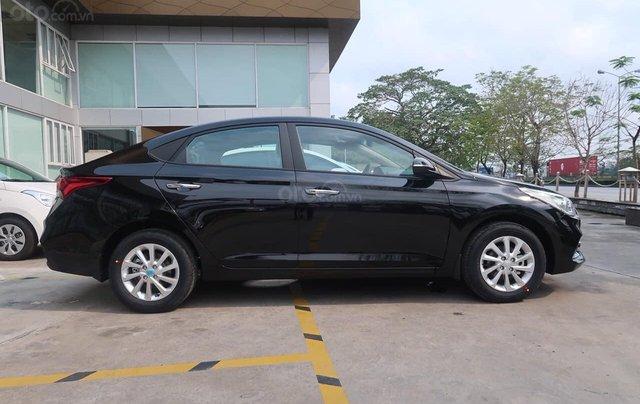 Cần bán xe Hyundai Accent đời 2020, màu đen, số sàn1