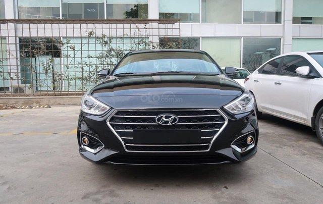 Cần bán xe Hyundai Accent đời 2020, màu đen, số sàn0