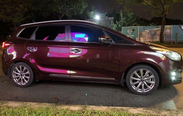 Cần bán xe Kia Rondo năm sản xuất 2016, màu đỏ, xe gia đình3