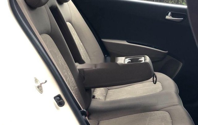 Bán gấp chiếc Hyundai Grand i10 năm sản xuất 2018, xe giá thấp, động cơ ổn định 9