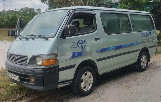 Bán ô tô Toyota Hiace sản xuất năm 2002, xe nhập, còn mới, giá thấp0