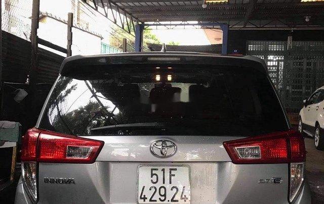 Bán Toyota Innova đời 2019, màu bạc1