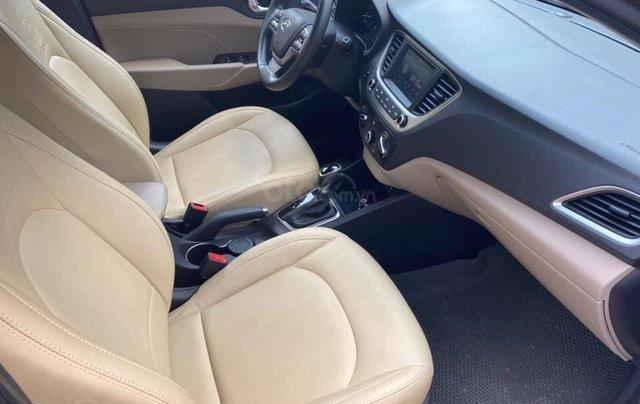 Cần bán gấp chiếc Hyundai Accent 1.4AT sản xuất năm 2019, chính chủ chạy ít5