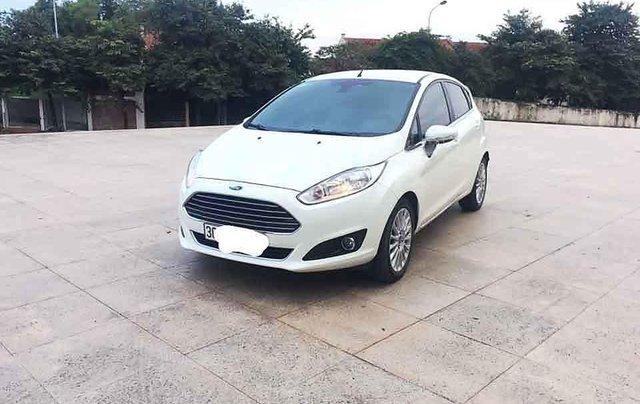 Bán xe Ford Fiesta đời 2016, màu trắng, giá 385tr0