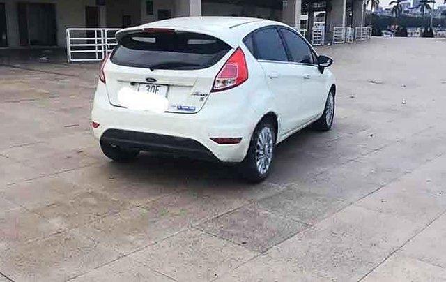 Bán xe Ford Fiesta đời 2016, màu trắng, giá 385tr3