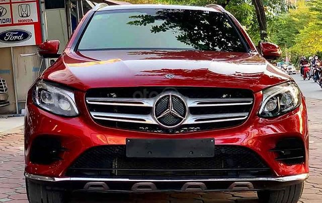 Bán ô tô Mercedes GLC300 4Matic đời 2018, màu đỏ0