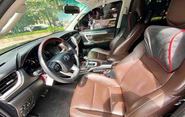 Cần bán gấp Toyota Fortuner 2.8V 4x4 AT đời 2019, màu đen, xe nhập1