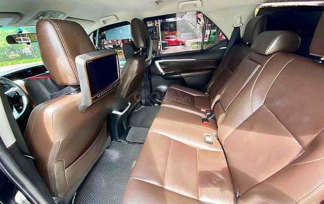 Cần bán gấp Toyota Fortuner 2.8V 4x4 AT đời 2019, màu đen, xe nhập2