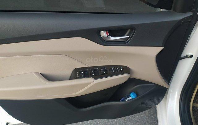 Bán xe Hyundai Accent sản xuất 2020, màu trắng, số sàn, xe đẹp như mới8