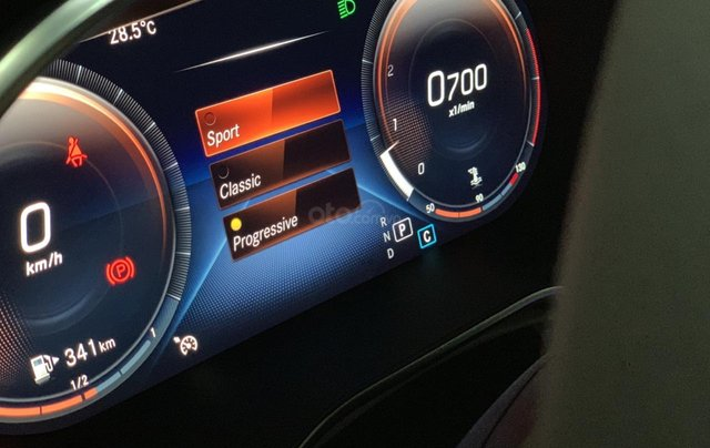 Hàng hot giao ngay GLC 200 4Matic-trắng/kem. Trước bạ giảm 50%-100tr, bảo hiểm thân xe, gói phụ kiện cao cấp9