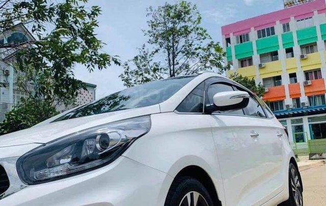 Bán gấp với giá thấp chiếc Kia Rondo 2.0GAT đời 2018 màu trắng, chính chủ sử dụng0