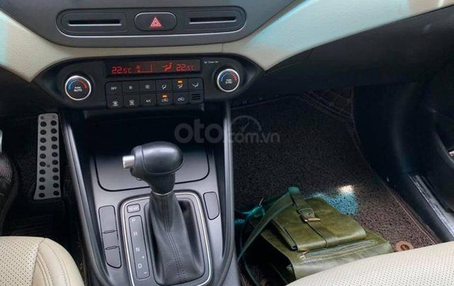 Bán gấp với giá thấp chiếc Kia Rondo 2.0GAT đời 2018 màu trắng, chính chủ sử dụng6