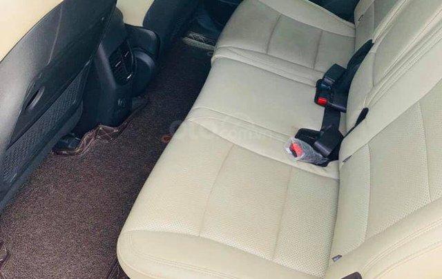 Bán gấp với giá thấp chiếc Kia Rondo 2.0GAT đời 2018 màu trắng, chính chủ sử dụng3