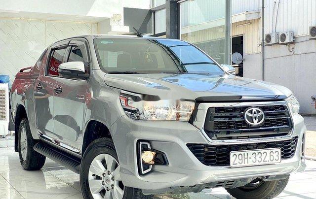 Bán ô tô Toyota Hilux sản xuất năm 2019, màu bạc, xe nhập 1