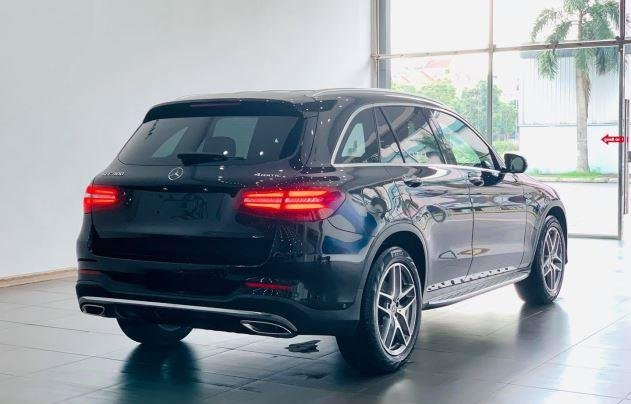 Auto bán Mercedes GLC300 4Matic sản xuất 2018, màu đen4