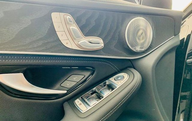 Auto bán Mercedes GLC300 4Matic sản xuất 2018, màu đen11