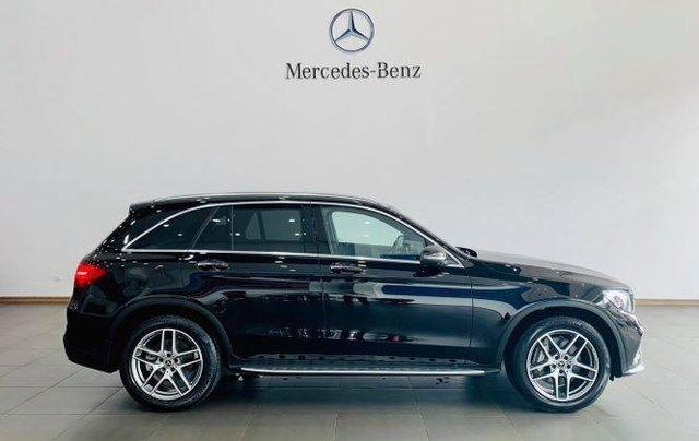 Auto bán Mercedes GLC300 4Matic sản xuất 2018, màu đen3