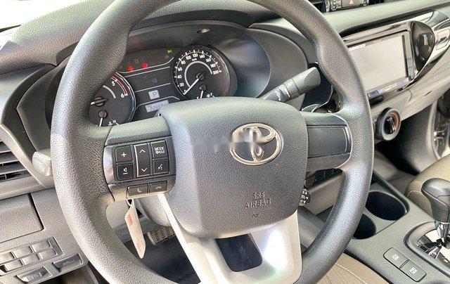 Bán ô tô Toyota Hilux sản xuất năm 2019, màu bạc, xe nhập 8