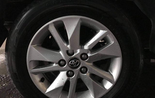 Bán Toyota Innova đời 2019, màu bạc2
