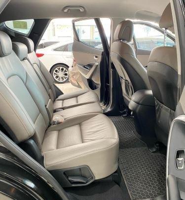 Bán Hyundai Santa Fe sản xuất 2017, màu đen, giá 890tr3