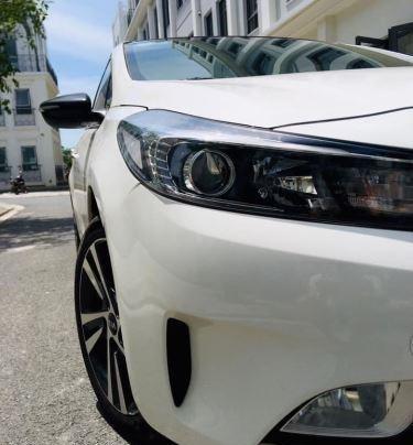 Cần bán xe Kia Cerato năm 2018, màu trắng còn mới2