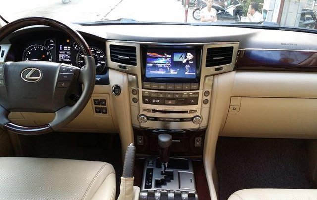 Bán Lexus LX năm sản xuất 2015, màu đen còn mới4