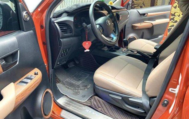 Bán Toyota Hilux sản xuất năm 2018, số tự động, máy dầu, màu cam10