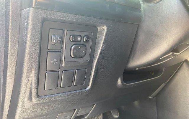 Cần bán xe Toyota Land Cruiser sản xuất năm 2010, màu đen, xe nhập còn mới9