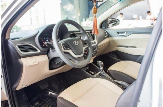 Bán xe Hyundai Accent năm 2018, màu bạc, 480 triệu2