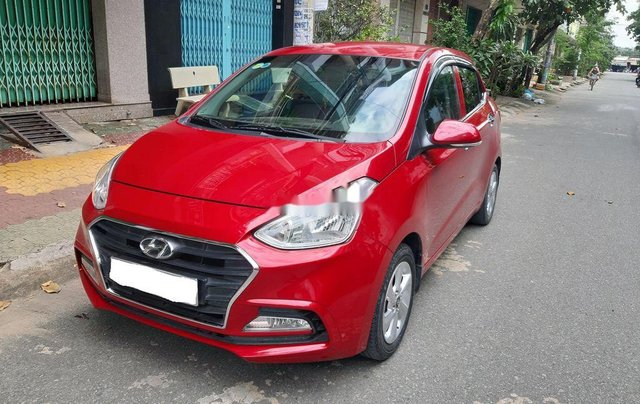 Cần bán xe Hyundai Grand i10 2018, màu đỏ, xe gia đình0