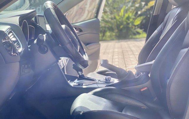 Cần bán gấp chiếc Mazda 3 sản xuất năm 2015, xe một đời chủ giá mềm8