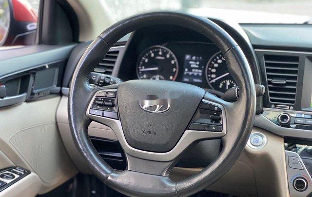 Bán ô tô Hyundai Elantra năm sản xuất 2018, xe chính chủ giá mềm8